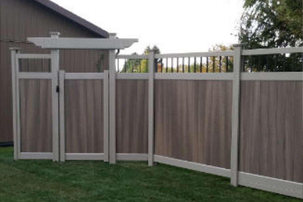 """Image of Gorilla """"H"""" Post Fence For Standard Privacy"""